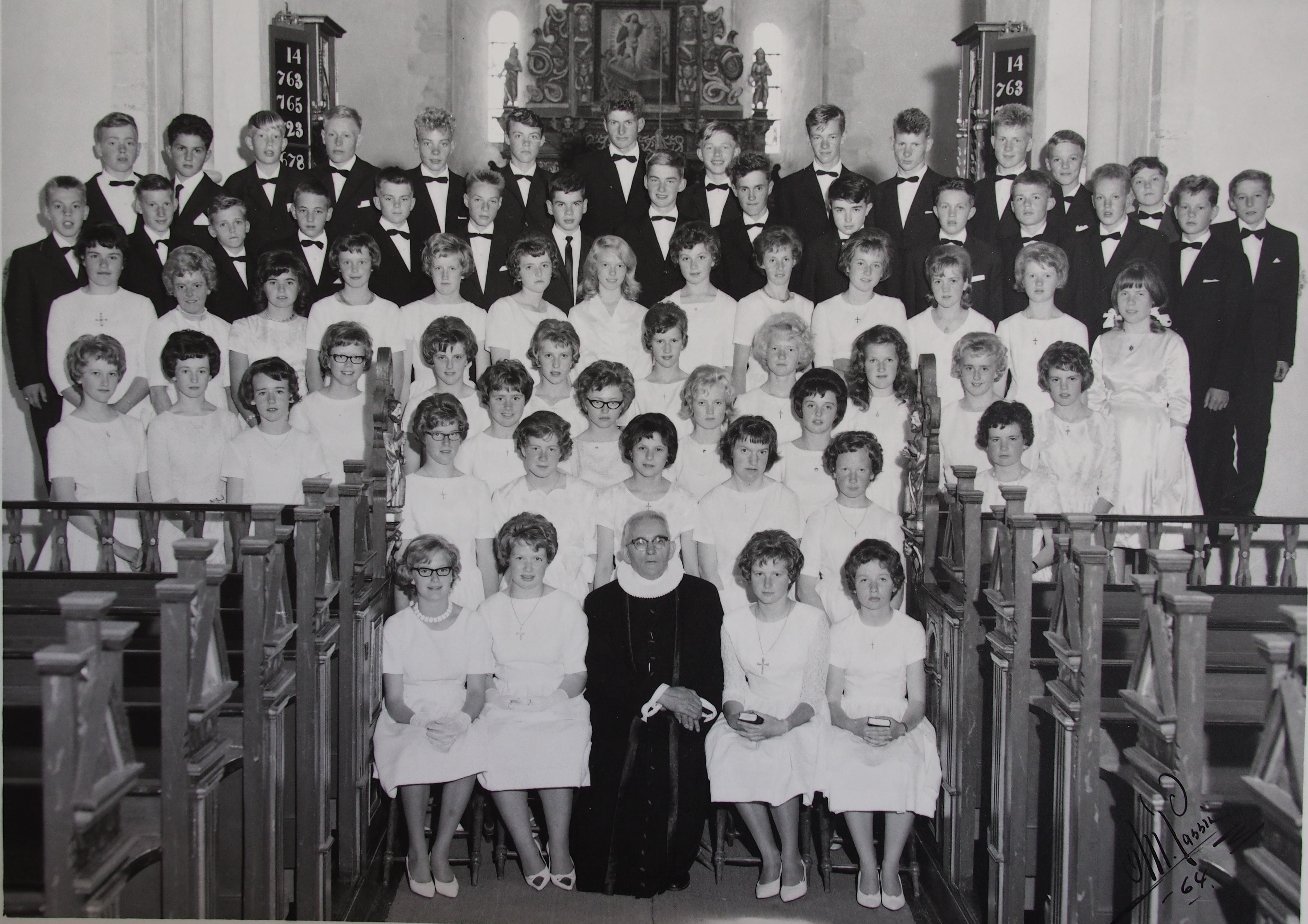 Konfirmasjonsbilde felles fra Tingvoll kirke 1964